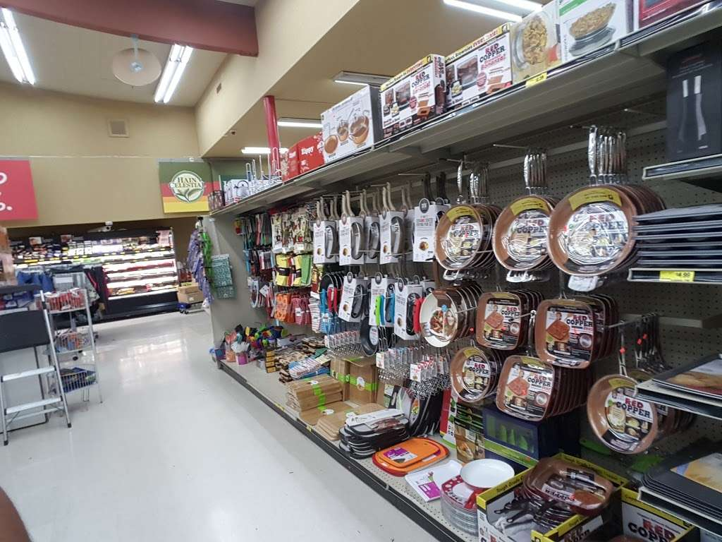 Grocery Outlet Bargain Market - supermarket    Photo 6 of 10   Address: 2900 Broadway, Oakland, CA 94611, USA   Phone: (510) 465-5649
