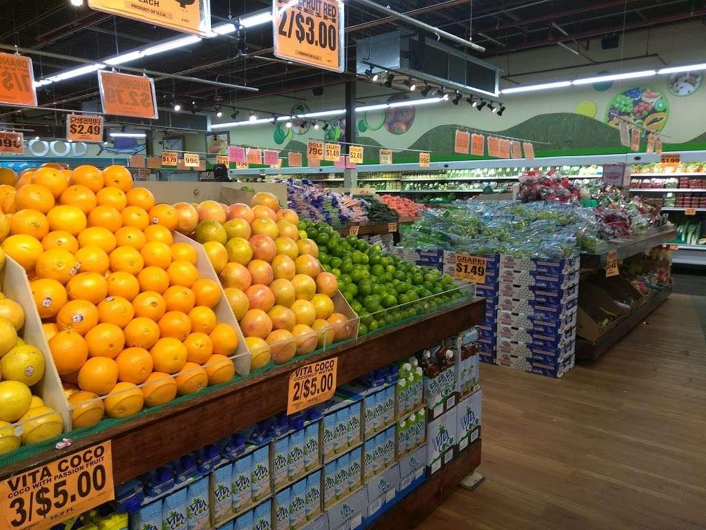 Family Dollar - supermarket  | Photo 1 of 10 | Address: 375 Tompkins Ave, Staten Island, NY 10305, USA | Phone: (718) 442-1030