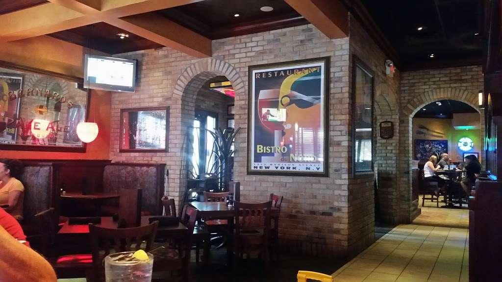 Houlihans - restaurant  | Photo 4 of 10 | Address: 151 Lefante Way, Bayonne, NJ 07002, USA | Phone: (201) 858-0400