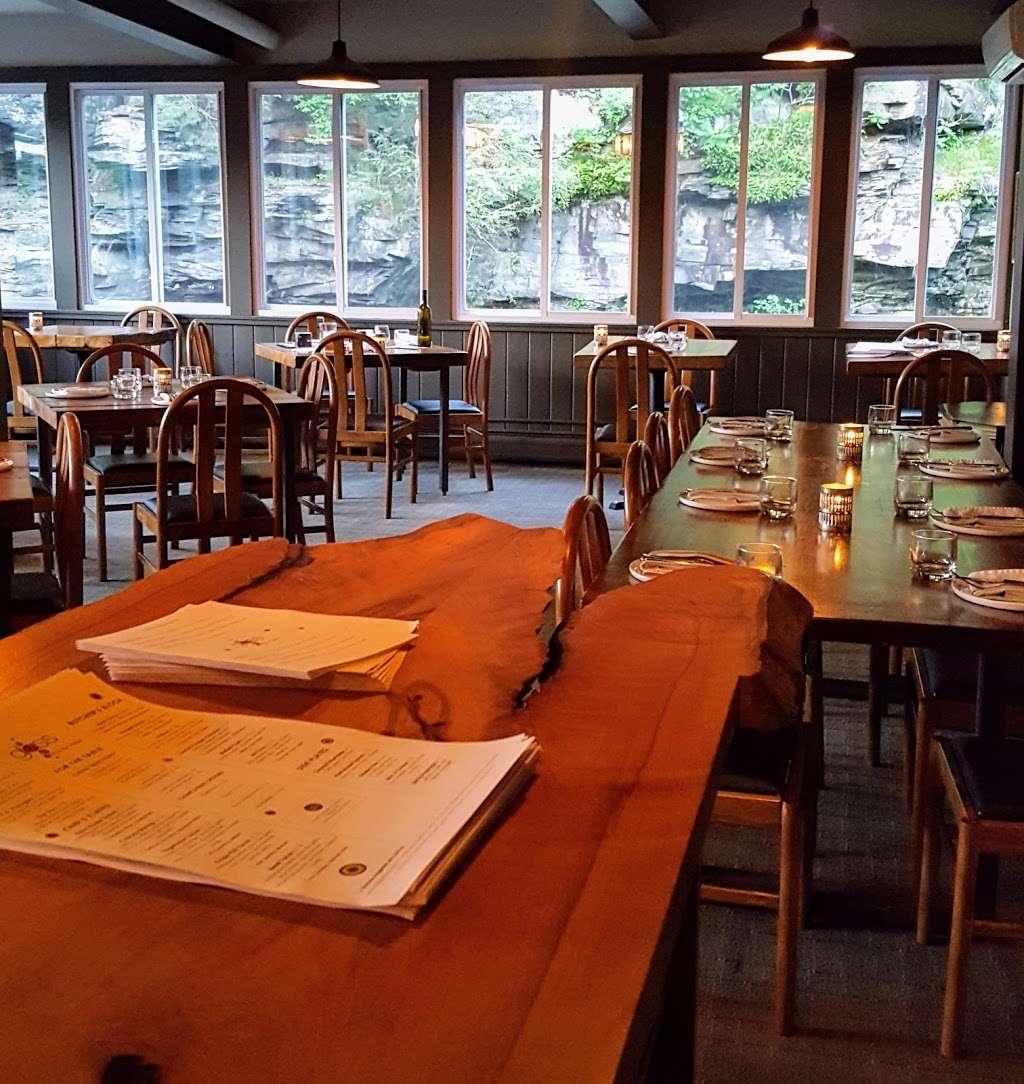 Glass Wine Bar Kitchen 119 Falls Ave Hawley Pa 18428 Usa