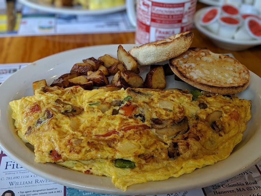 Crossroads Cafe & Deli - cafe  | Photo 3 of 5 | Address: 216 Rockland St, Hanover, MA 02339, USA | Phone: (781) 826-9921