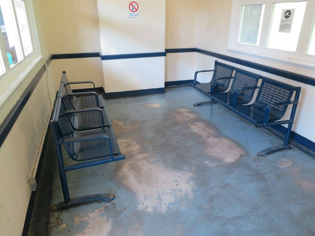 Gidea Park - train station  | Photo 3 of 10 | Address: Station Rd, Romford RM2 6BX, UK | Phone: 0343 222 1234