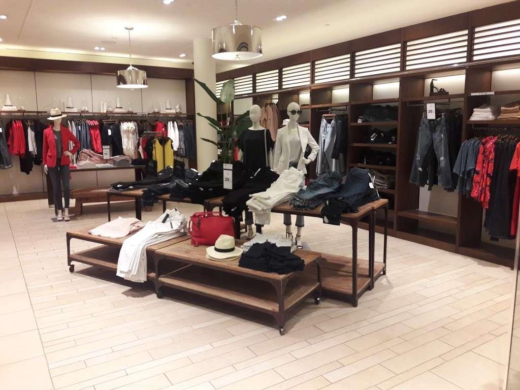 Banana Republic - clothing store    Photo 3 of 10   Address: 1 Garden State Plaza Blvd, Paramus, NJ 07652, USA   Phone: (201) 291-0955