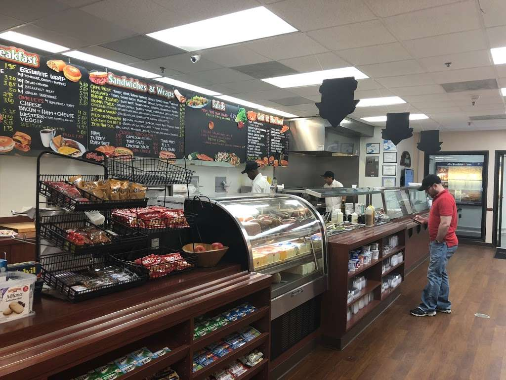 Cafe On Main - restaurant  | Photo 5 of 10 | Address: 10 Woodbridge Center Dr, Woodbridge, NJ 07095, USA | Phone: (732) 636-1222