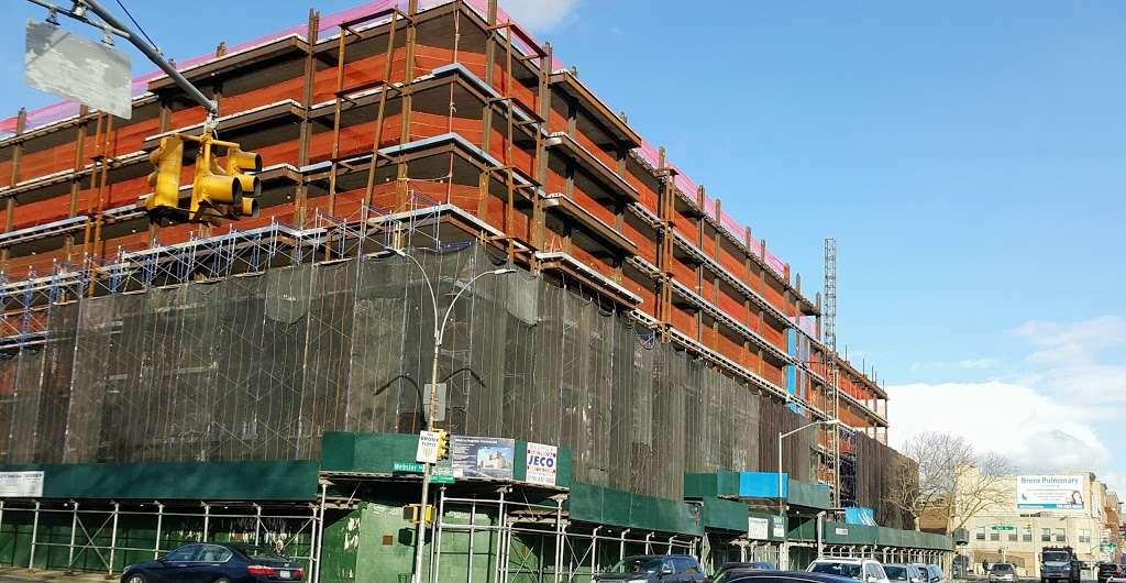 OBrien Oval - park  | Photo 3 of 10 | Address: 396 E Tremont Ave, Bronx, NY 10457, USA | Phone: (212) 639-9675