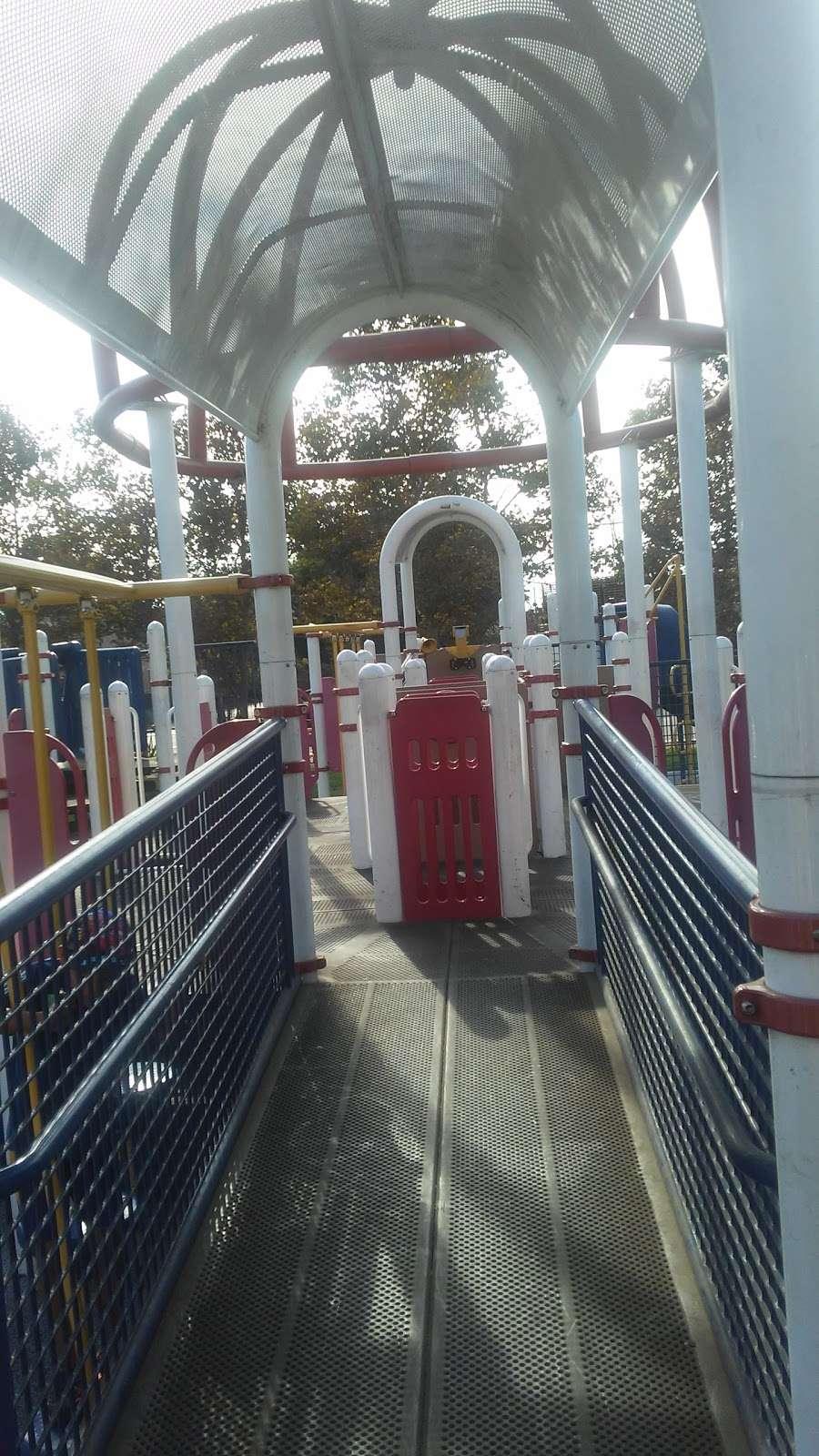 Parque De Los Sueños - park    Photo 8 of 10   Address: 1333 S Bonnie Beach Pl, Los Angeles, CA 90032, USA   Phone: (323) 260-2330