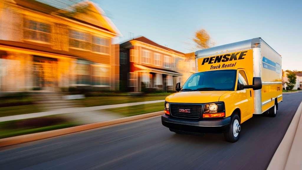 Penske Truck Rental - moving company  | Photo 2 of 10 | Address: 300 NJ-17 N, Paramus, NJ 07652, USA | Phone: (201) 225-9059