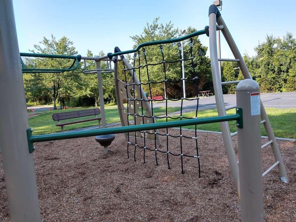 Levelle W. Dupell Park - park  | Photo 7 of 10 | Address: 6812 Newington Rd, Lorton, VA 22079, USA | Phone: (703) 324-8732