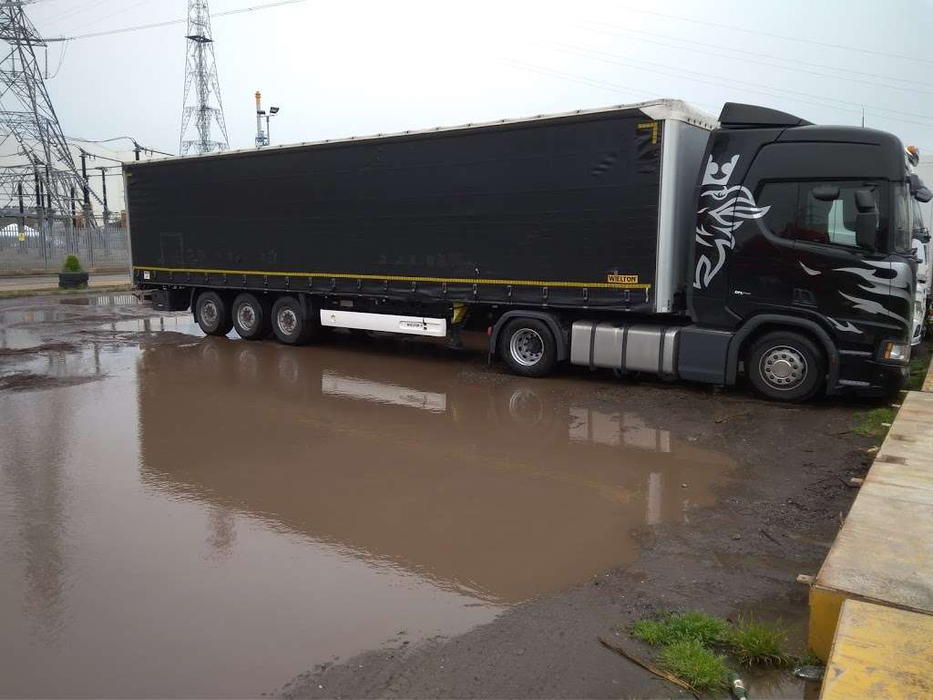 Titan Truck Park - parking    Photo 2 of 7   Address: Stoneness Rd, Grays RM20 3AG, UK   Phone: 01708 258500