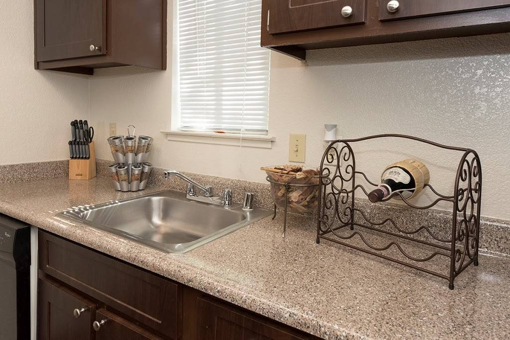 Pepperwood Apartments - real estate agency    Photo 6 of 6   Address: 1900 S Cirby Way, Roseville, CA 95661, USA   Phone: (844) 667-1764