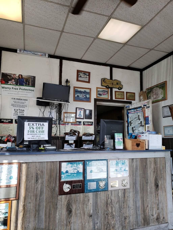 Walts Auto World - car repair  | Photo 3 of 4 | Address: 1506 S Byrne Rd, Toledo, OH 43614, USA | Phone: (419) 382-1333