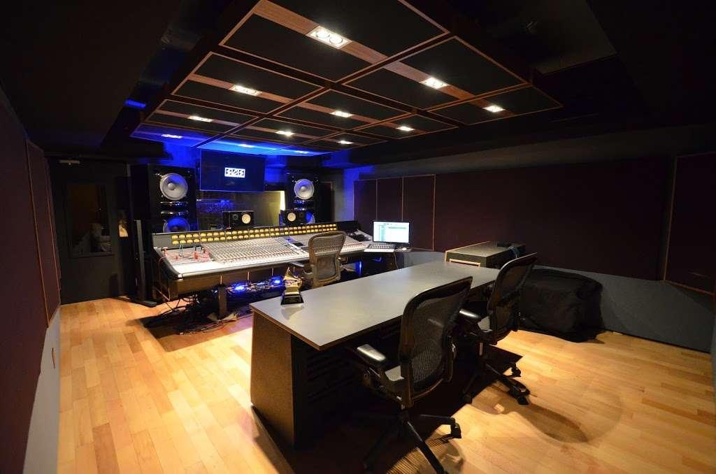 Studio City Sound - electronics store  | Photo 7 of 10 | Address: 4412 Whitsett Ave, Studio City, CA 91604, USA | Phone: (818) 505-9368