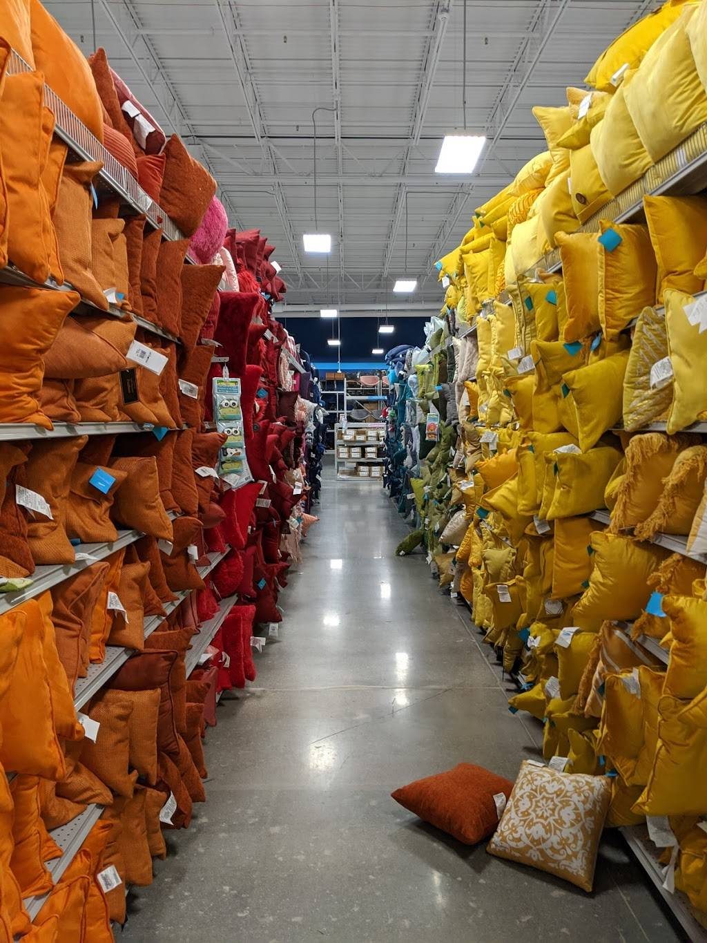 At Home - home goods store  | Photo 2 of 9 | Address: 6845 S 27th St, Lincoln, NE 68512, USA | Phone: (402) 417-1000