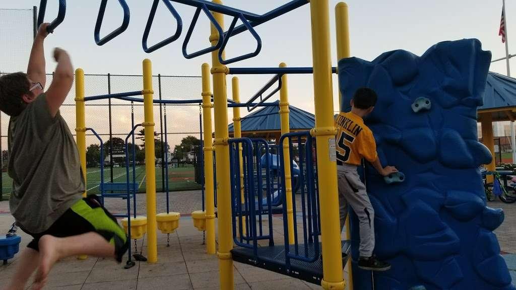 Plainedge Park - park  | Photo 7 of 10 | Address: 313 N Idaho Ave, North Massapequa, NY 11758, USA