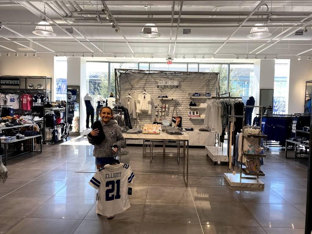 Fans United - Frisco - clothing store  | Photo 5 of 9 | Address: 5 Cowboys Way, Frisco, TX 75034, USA | Phone: (972) 497-4050