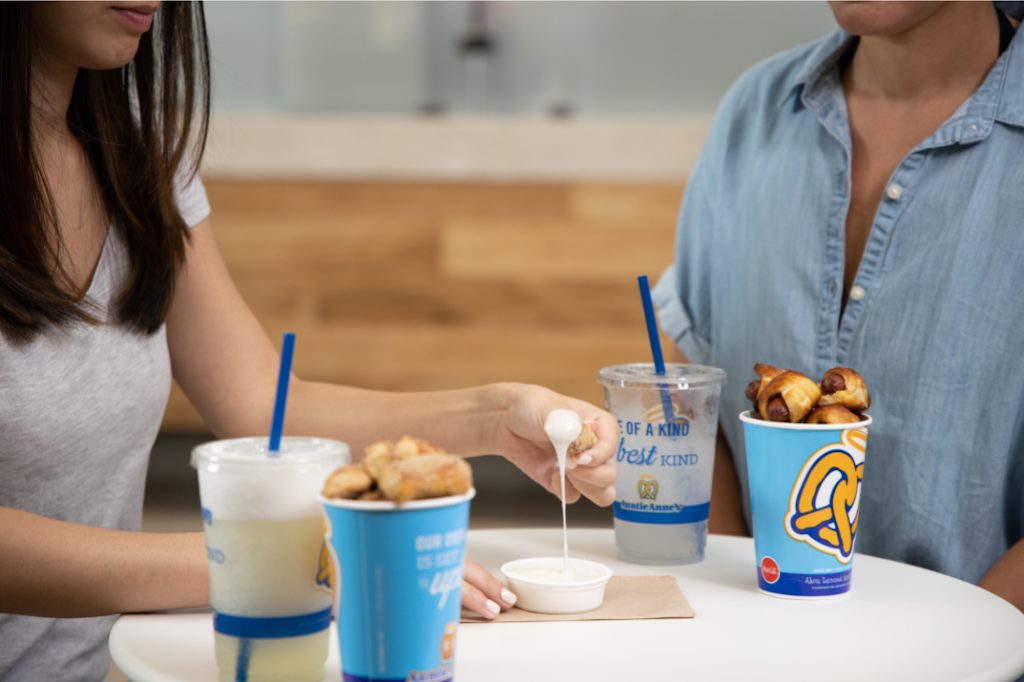 Auntie Annes - bakery  | Photo 8 of 10 | Address: 1613 Pleasonton Rd suite b-108, Fort Bliss, TX 79906, USA | Phone: (915) 298-1001