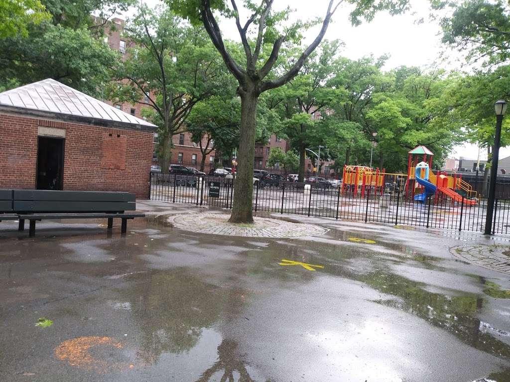 Torsney/Lou Lodati Playground - park  | Photo 10 of 10 | Address: 41-15 Skillman Ave, Long Island City, NY 11104, USA | Phone: (212) 639-9675