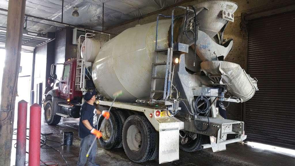 Brooklyn Truck Wash - car wash  | Photo 2 of 10 | Address: 184 Maspeth Ave, Brooklyn, NY 11211, USA | Phone: (718) 218-8150