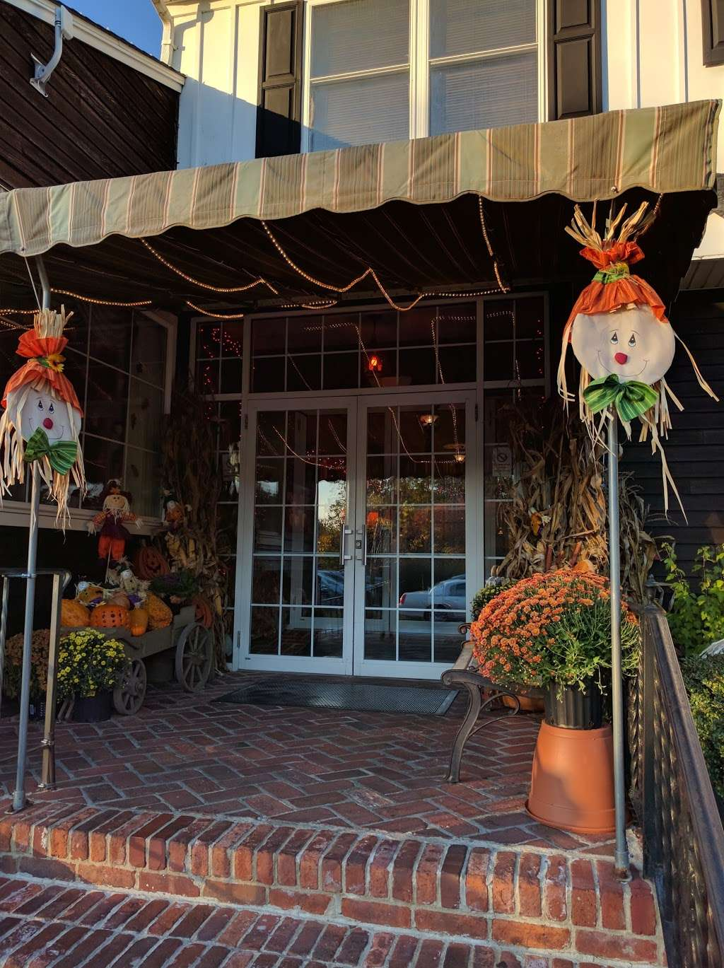 Tuckahoe Inn - cafe    Photo 3 of 10   Address: 1 Harbor Rd, Marmora, NJ 08223, USA   Phone: (609) 390-3322