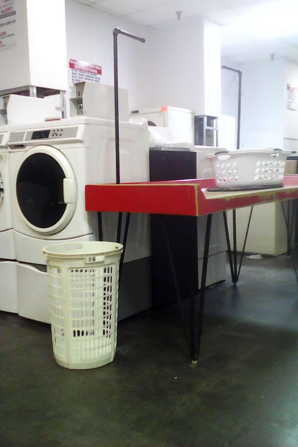 Bulldog Laundry - laundry    Photo 4 of 4   Address: 319 E Burleigh Blvd, Tavares, FL 32778, USA