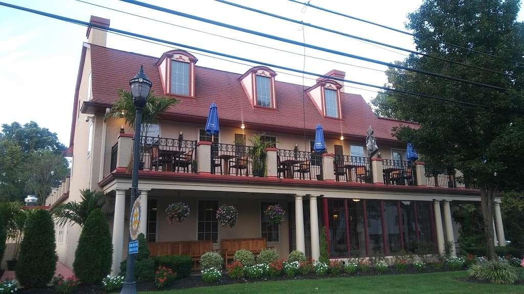 Filomenas Lakeview - restaurant  | Photo 3 of 10 | Address: 1738 Cooper St, Deptford Township, NJ 08096, USA | Phone: (856) 228-4235