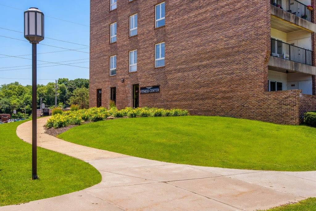 Regency Lakeside Apartment Homes - real estate agency  | Photo 5 of 10 | Address: 10506 Pacific St, Omaha, NE 68114, USA | Phone: (402) 382-9808