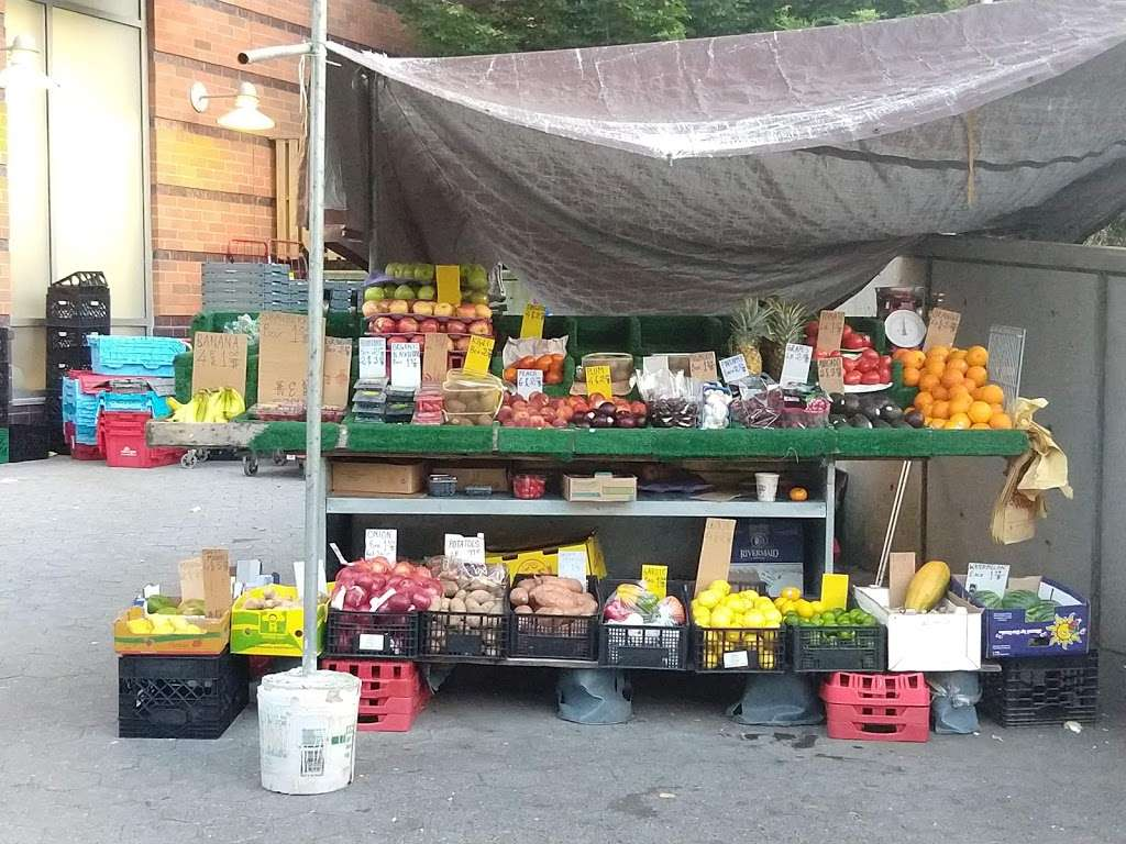 Island Fruit Stand - store  | Photo 1 of 4 | Address: Main St, New York, NY 10044, USA