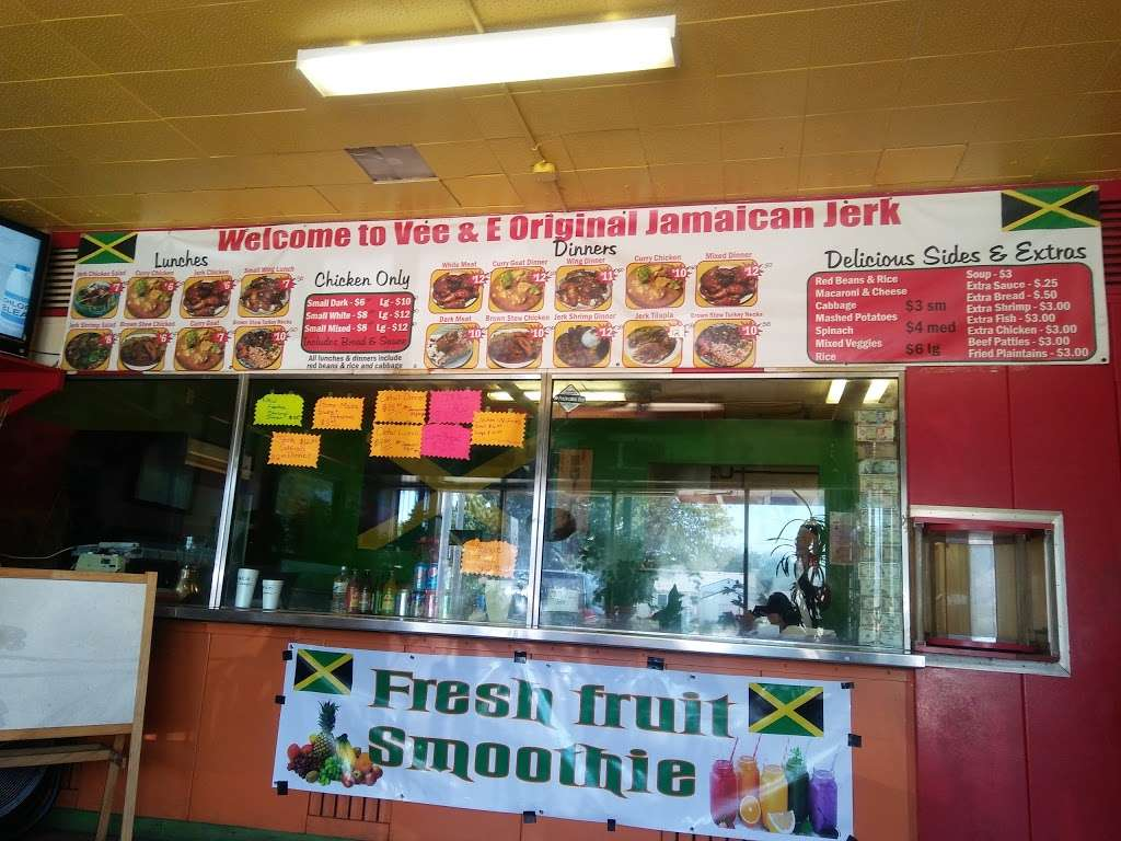 Vee and E Original Jamaican Jerk Chicken - restaurant  | Photo 3 of 10 | Address: 3712 Grant St, Gary, IN 46408, USA | Phone: (219) 512-2446