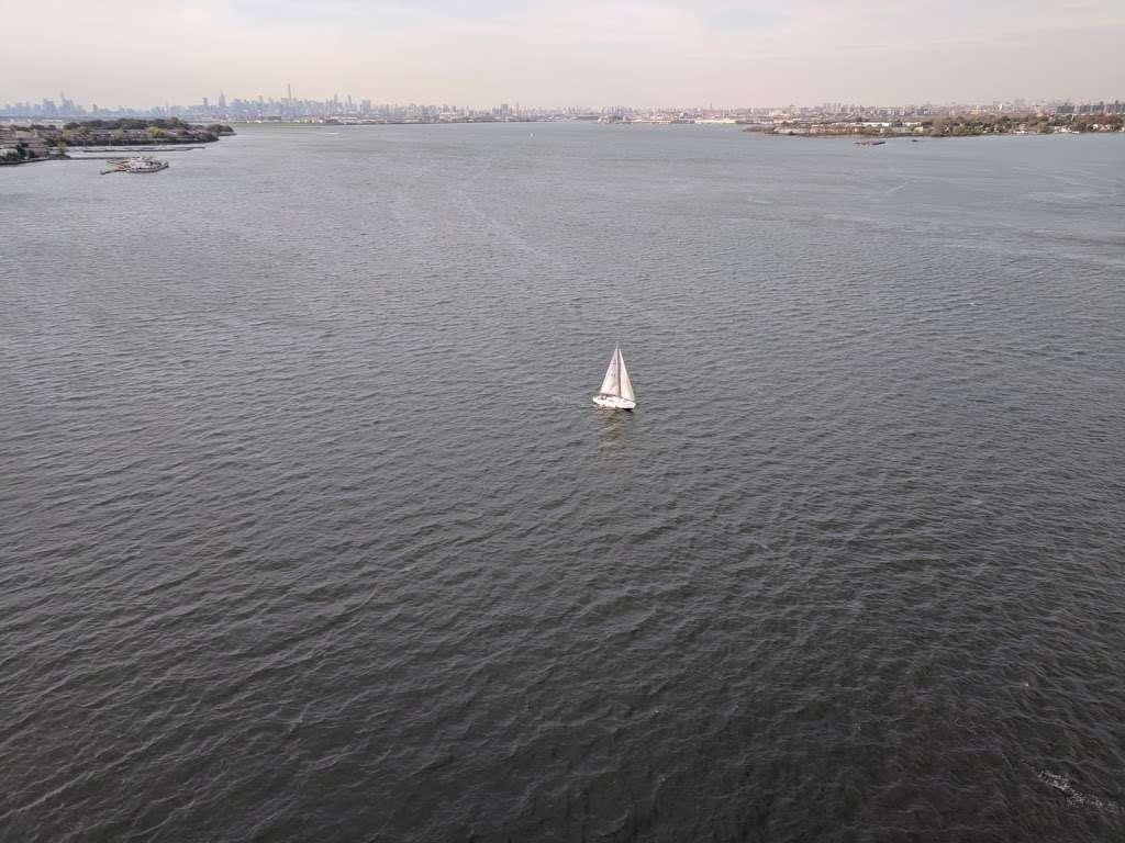 Waterfront Garden - park    Photo 4 of 10   Address: 2013 Gildersleeve Ave, Bronx, NY 10473, USA   Phone: (718) 617-1241