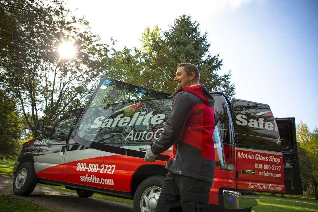 Safelite AutoGlass - car repair  | Photo 3 of 6 | Address: 1761 Columbia Ave, Lancaster, PA 17603, USA | Phone: (717) 925-8830