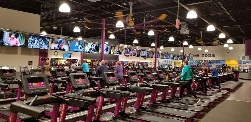 Planet Fitness - gym  | Photo 6 of 10 | Address: 1270 Strongbow Center Dr #200, Valparaiso, IN 46383, USA | Phone: (219) 510-5865