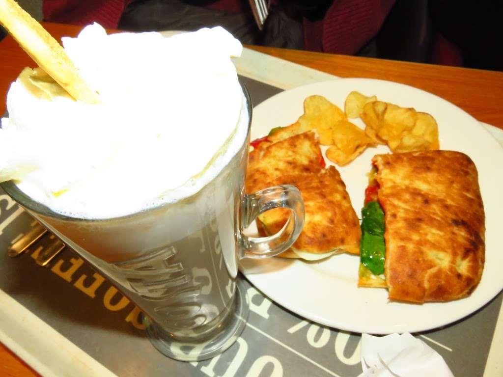 Costa Coffee - cafe  | Photo 8 of 10 | Address: UO49, Bluewater Pkwy, Dartford DA9 9SQ, UK | Phone: 01322 427626