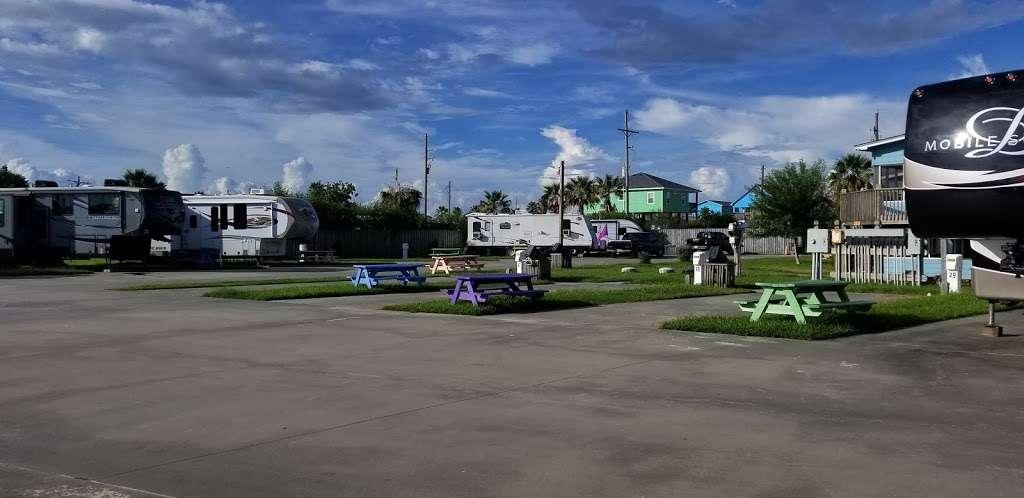 Paulas Vineyard RV Resort - rv park  | Photo 5 of 10 | Address: 1250 N Crystal Beach Rd, Port Bolivar, TX 77650, USA | Phone: (409) 684-9970