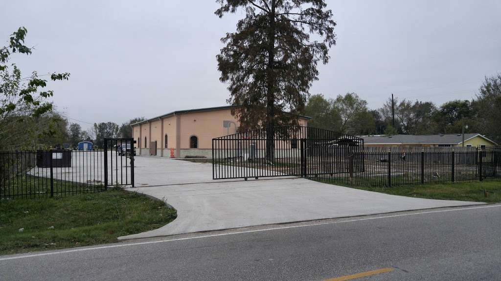Iglesia De Dios Fuente De Vida - church  | Photo 3 of 10 | Address: 3125 Frick Rd, Houston, TX 77038, USA | Phone: (713) 498-0609