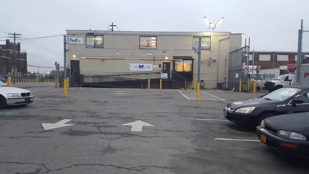 FedEx Ground - moving company  | Photo 2 of 7 | Address: 300 Maspeth Ave, Brooklyn, NY 11211, USA | Phone: (800) 463-3339