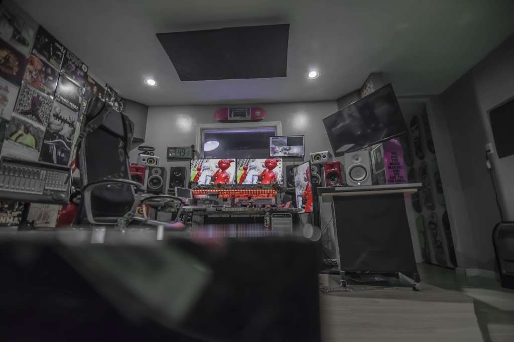 EBAN RECORDING | FILM STUDIOS - electronics store  | Photo 1 of 10 | Address: 934 W Patapsco Ave, Baltimore, MD 21230, USA | Phone: (443) 430-1764