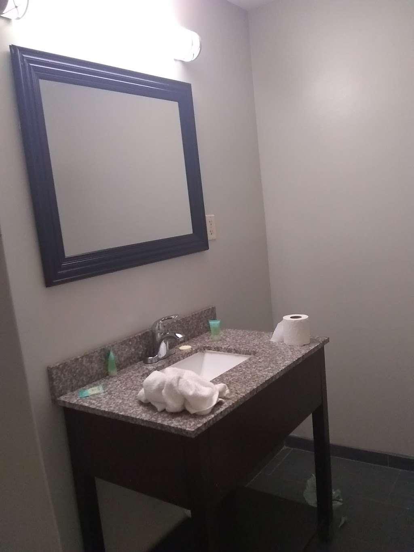 Plaza Hotel Peabody Massachusetts - lodging    Photo 3 of 10   Address: 125 Newbury St.Rt. 1 North Exit 44 Off of Rte 128, 95, Peabody, MA 01960, USA   Phone: (978) 535-2200