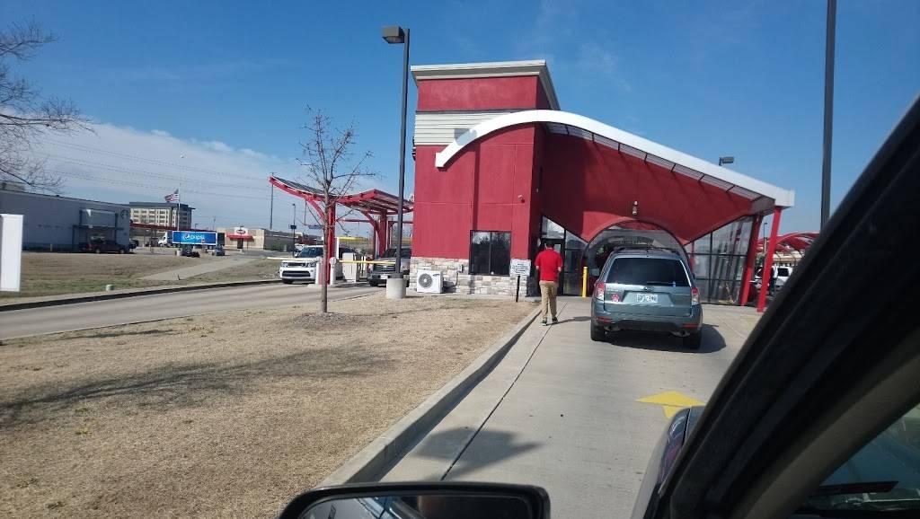Triple Play Express Car Wash - Tulsa Hills - car wash  | Photo 6 of 9 | Address: 7855 S Olympia Ave, Tulsa, OK 74132, USA | Phone: (918) 289-0009