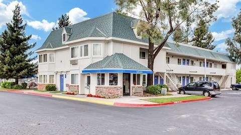 Motel 6 Rohnert Park - lodging  | Photo 1 of 10 | Address: 6145 Commerce Blvd, Rohnert Park, CA 94928, USA | Phone: (707) 585-8888