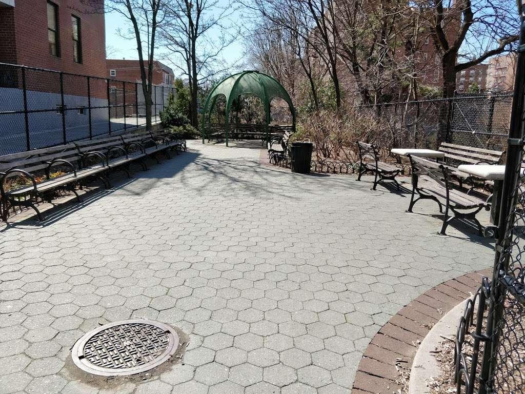 Plaza 67 - park  | Photo 3 of 5 | Address: 67-04 Austin St, Flushing, NY 11375, USA