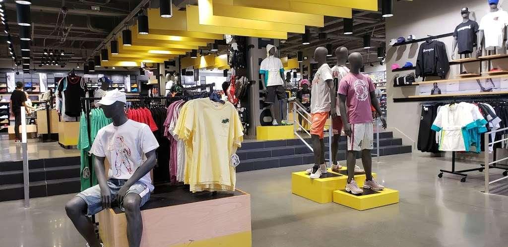 Footaction - shoe store    Photo 3 of 10   Address: 1004 Garden State Plaza Blvd, Paramus, NJ 07652, USA   Phone: (201) 843-3039