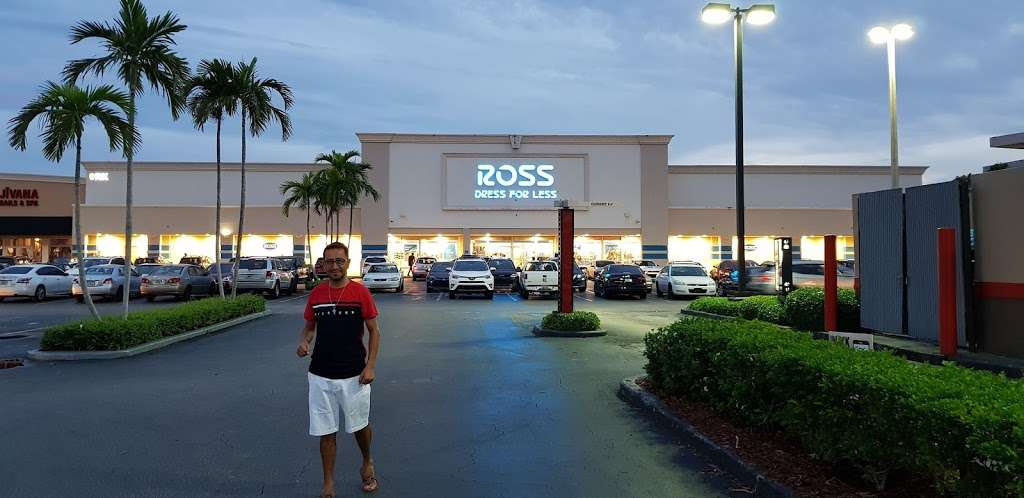 RK Causeway Plaza - shopping mall  | Photo 3 of 10 | Address: 12295 Biscayne Blvd, North Miami, FL 33181, USA | Phone: (305) 949-4110
