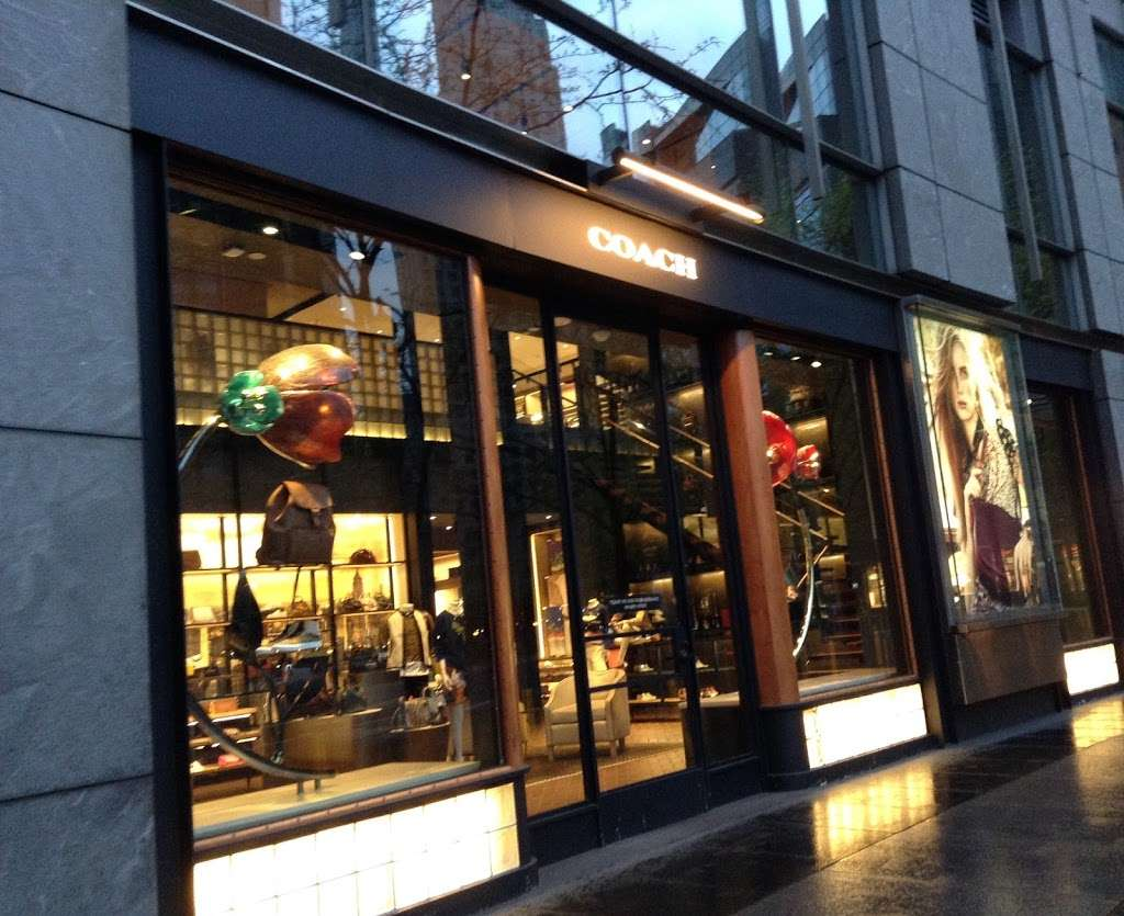 COACH TIME WARNER BUILDING (COLUMBUS CIRCLE) - store  | Photo 2 of 10 | Address: 10 Columbus Cir, New York, NY 10019, USA | Phone: (212) 581-4115