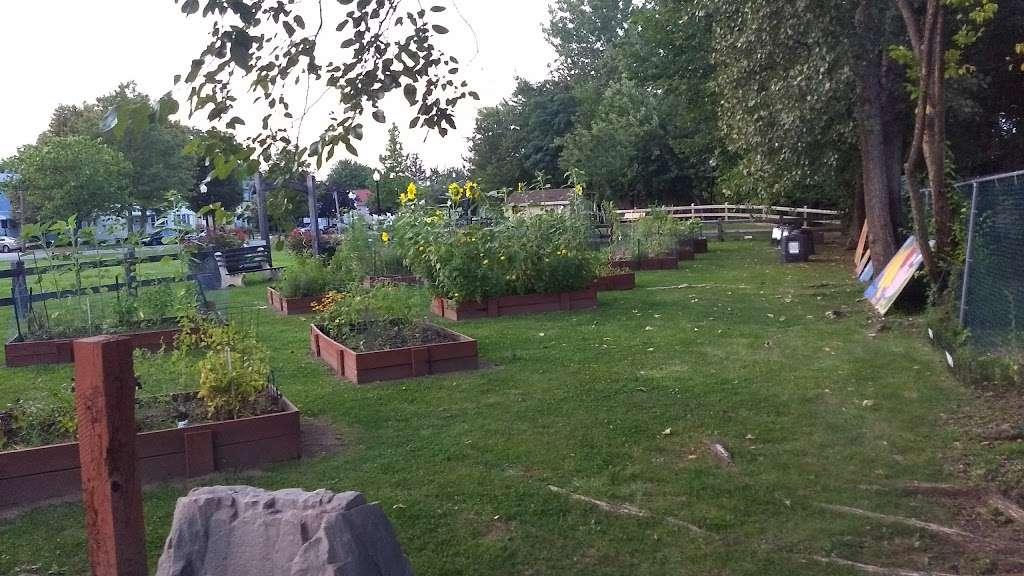 Fountain Park - park  | Photo 4 of 6 | Address: Secaucus, NJ 07094, USA