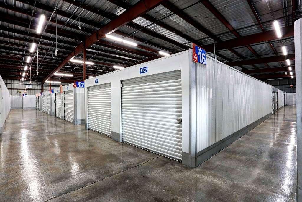 ezStorage - storage    Photo 3 of 10   Address: 1010 Crain Hwy, Bowie, MD 20716, USA   Phone: (301) 249-4840