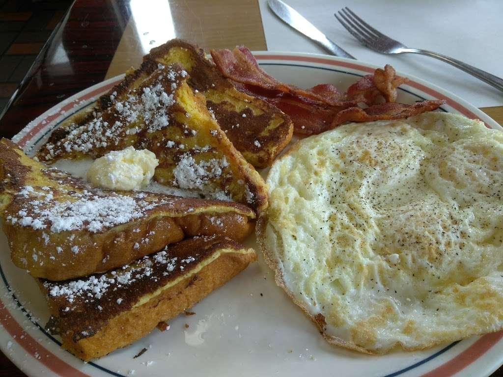 Cougars Burgers - restaurant  | Photo 9 of 10 | Address: 12800 S Inglewood Ave, Hawthorne, CA 90250, USA | Phone: (310) 675-5519