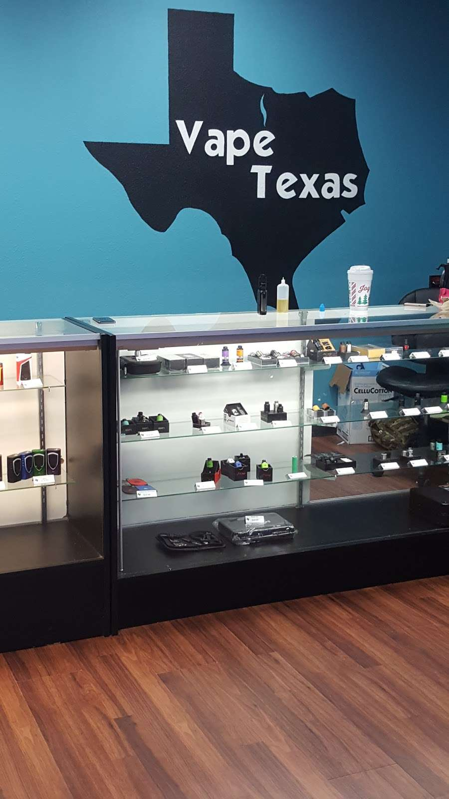Vape Texas - store  | Photo 8 of 10 | Address: 1712 N Frazier St # 114, Conroe, TX 77301, USA | Phone: (936) 703-5028