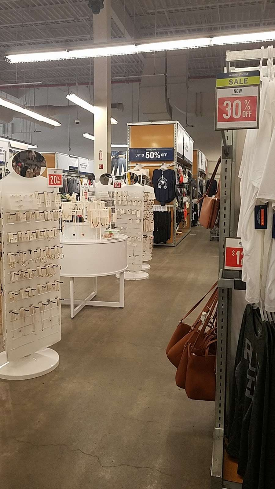Old Navy - clothing store  | Photo 7 of 10 | Address: 139-15 20th Ave, College Point, NY 11356, USA | Phone: (718) 461-6986