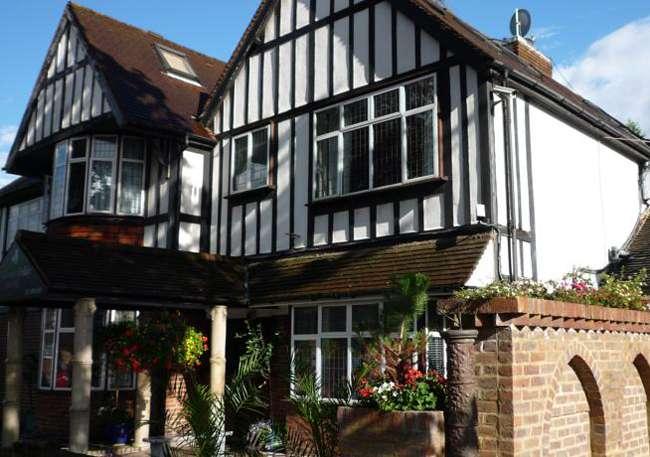The Shisha Garden - lodging  | Photo 2 of 10 | Address: 88 Whitchurch Ln, Edgware HA8 6QN, UK | Phone: 07402 220098