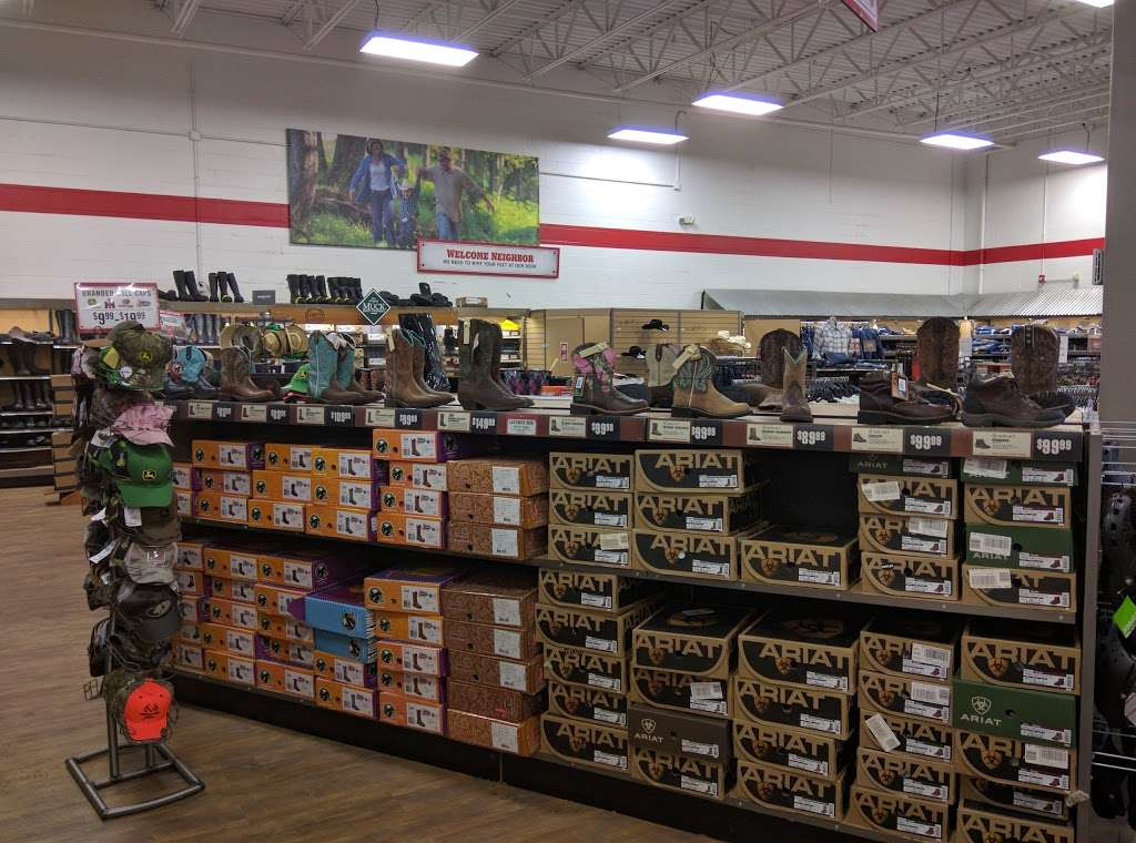 Tractor Supply Co. - hardware store  | Photo 1 of 10 | Address: 1253 SE Oldham Pkwy, Lees Summit, MO 64081, USA | Phone: (816) 525-3757